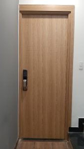 Unicor lắp cửa gỗ