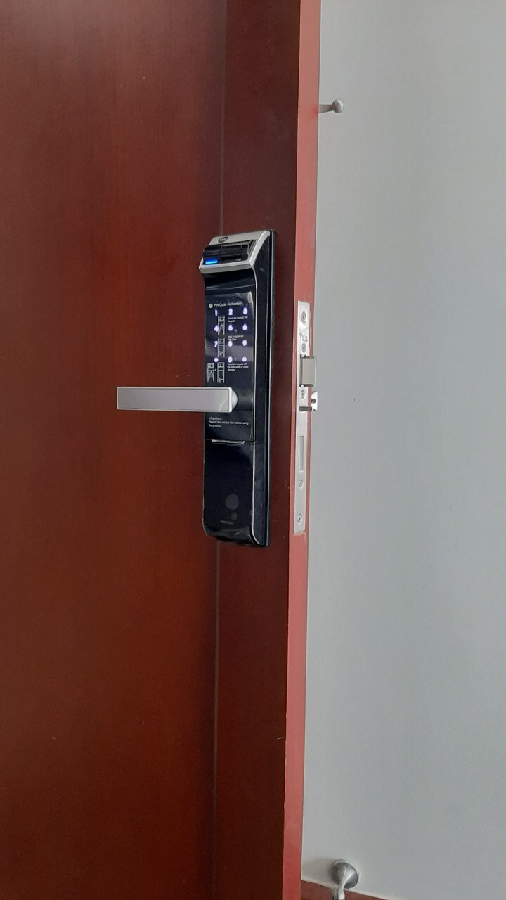 Unicor cửa gỗ